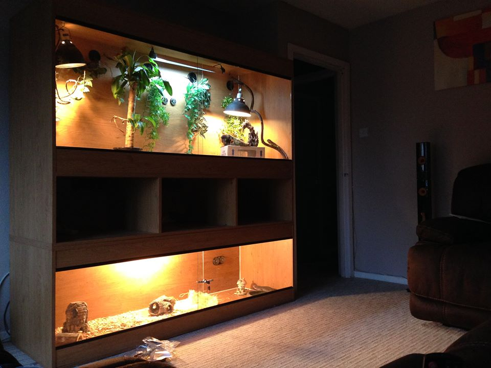 Double vivarium with central storage